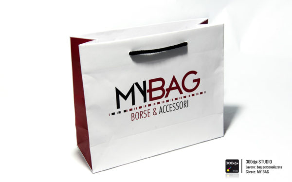 Busta in carta con manici in corda personalizzata My Bag. Formato 28x10x21 cm.