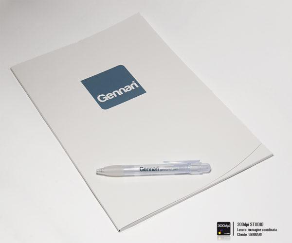 Foto della cartellina e della penna Gennari, dimensioni penna: 14 cm Ø 11 mm
