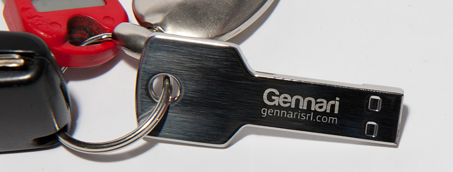Chiave USB in acciaio personalizzata incisa al laser con logo aziendale Gennari
