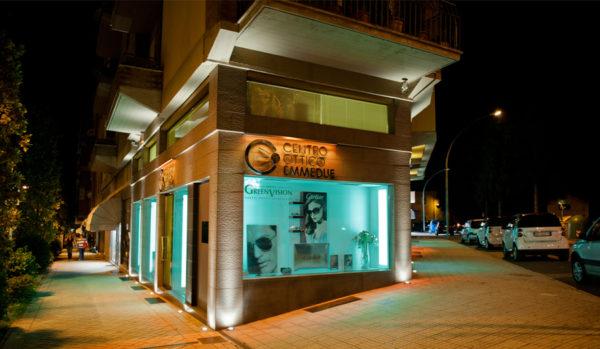 Foto insegna centro ottico EMMEDUE illuminazione arancio